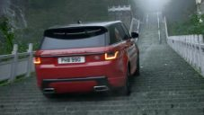 Range Rover Sport vyjel 999 strmých schodů k čínské Nebeské bráně