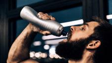 Keego je první pružná sportovní láhev z elastického titanu
