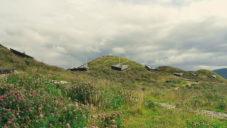 Rogers Stirk Harbour postavili Macallan Whisky Distillery z pěti zelených kopců