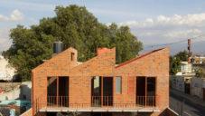 Casa Palmas je dům z červených cihel postavený s velmi nízkým rozpočtem