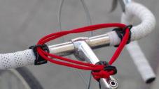 Carryyygum je nenápadný upínací držák pro převážení věcí na kole