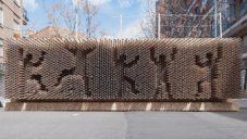 Instalace z papírových tubusů umožnila ve Valencii tvořit kolemjdoucím