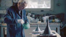 Foscarini natočilo jak ručně vyrábí betonová svítidla Aplomb