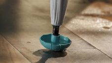 Drip-Tip umí zachytit kapky vody stékající ze složených deštníků