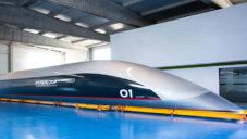 HyperloopTT odhalil první dopravní kapsli pro pasažéry a ukazuje její výrobu