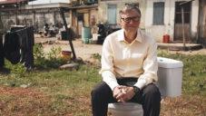 Bill Gates představil revoluční toaletu nepotřebující vodu