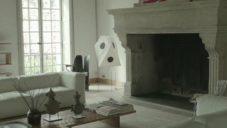 Doriana a Massimiliano Fuksas ukazují svůj byt v Paříži plný ikon designu