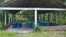 NOS navrhli školní židli s otočným stolkem pro chudé venkovské školy