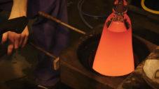 Sebastian Herkner navrhl vázy Tricolore ručně foukané v České republice