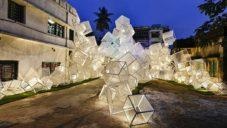 Abin Design Studio postavilo festivalový pavilon ze svítících krychlí