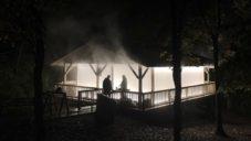 Karolina Halatek postavila uprostřed lesa nebeský domek Cloud Square