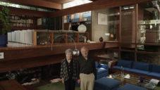 Americký architekt Ray Kappe ukazuje svůj kalifornský dům v korunách stromů