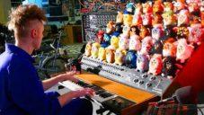 Brit vytvořil plně funkční varhany ze 44 zpívajících hraček Furby