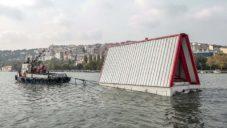 Hope on Water je plovoucí přístřešek pro lidi postižené zemětřesením