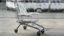 Thajský designér vytvořil invalidní vozík z nákupního košíku