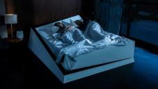 Ford vyvinul chytrou postel posouvající spáče na jeho polovinu