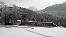 Švýcarský umělec Rolf Sachs si přestavěl Olympic Ice Rink na rekreační sídlo