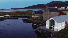 Světelná instalace Lines upozorňuje na skotských ostrovech na změny klimatu