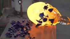 Anna Jožová natočila náročnou ruční výrobu váz se střepy Eternity