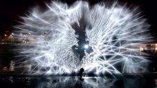Joanie Lemercier promítal prostorové obrazce do rozprašované vody