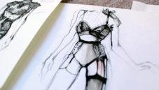 Dominika Charousová šije ručně limitované kolekce spodního prádla