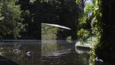 Zrcadlový portugalský pavilon Lake ukrývá na jezeře nečekané překvapení