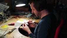 Milan Nováček navrhuje obří prsteny vycházející z japonské kaligrafie