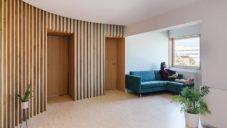Elii vytvořili na jihozápadě Madridu interiér Øki určený k bydlení i práci