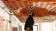 Urban Imprint je speciální stínící pavilon z tisíců oranžových hexagonů