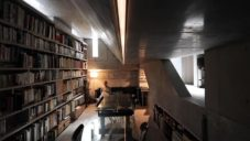 O.F.D.A. postavili v Tokiu třípatrový rodinný dům připomínající bunkr