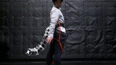 Arque je pneumatický ocas pro lidi pomáhající jim s vyvažováním těla