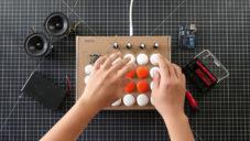 Elektronický hudební nástroj BeatBox si doma z krabice a tlačítek složíte sami