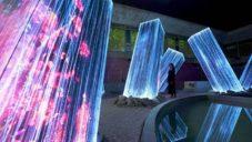 TeamLab vytvořil instalaci s digitálními Megalithy rostoucími ze země