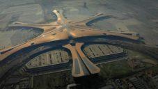 U Pekingu bylo otevřeno největší letiště s tvarem mořské hvězdice