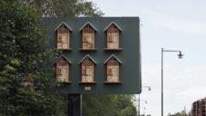 McDonald's proměnil své švédské billboardy na včelí úly