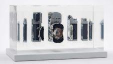 Fabian Oefner rozřezal a zalil do pryskyřice staré fotoaparáty a kamery