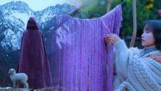 Filmařka natočila vesnickou ruční výrobu jehněčí vlny a kabátů z ní