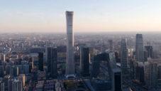V Pekingu postavili nejvyšší mrakodrap ve městě s tvarem ohryzku