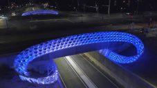 Frank Tjepkema ozdobil tunel v Eindhovenu světelnou instalací Zwerm
