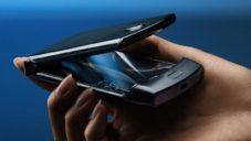 Motorola se vrací k véčku Razr novým modelem s ohebným displejem
