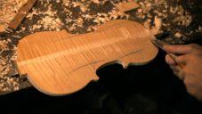 Petr Zdražil vyrábí housle světové kvality ručním vyřezáváním ze dřeva