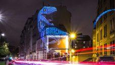 Po Paříži se proháněla prehistorická zvířata díky sérii videomappingů