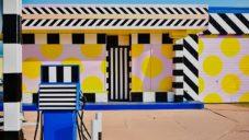 Camille Walala přetvořila starou čerpací stanici na barevné umělecké dílo