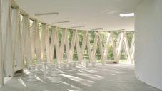 Zrcadlový pavilon v Borden Park nabízí veřejné toalety i kryté posezení