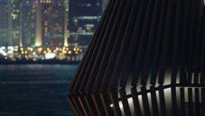 V hongkongském přístavu otevřeli stánek s důmyslně výklopnou fasádou