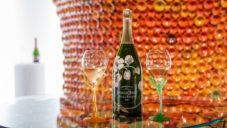 Mancuso navrhl pro šampaňské Perrier-Jouët mobilní sklep i secesní sklenice