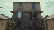 Sue Webster ukazuje svůj dům v Londýně přestavěný po Krtčím muži