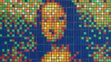 Do dražby jde obraz Mona Lisa složený z 330 Rubikových kostek