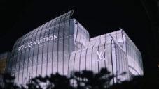 Louis Vuitton otevřel v Ósace obchod s fasádou ze skleněných plachet