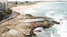 Filmařka natočila australské pobřežní bazény vytvořené ve skalách